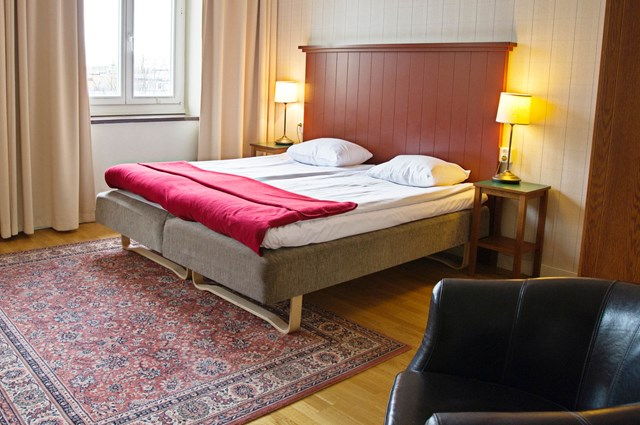Bed with a red bedspread in a hotel room